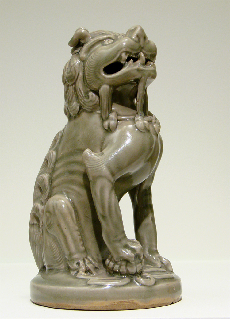 The image shows a statue of a Chinese ceramic lion figure.